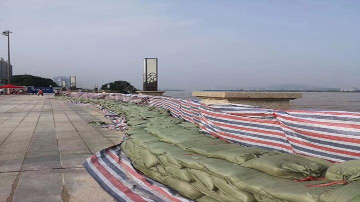 湘江长沙段沿线迎战洪峰,已做好防汛准备。