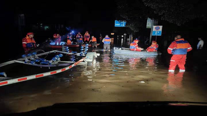 浏阳昨晚已派出浏阳蓝天队、浏阳公益救援队、浏阳会师救援队赴醴陵救灾。