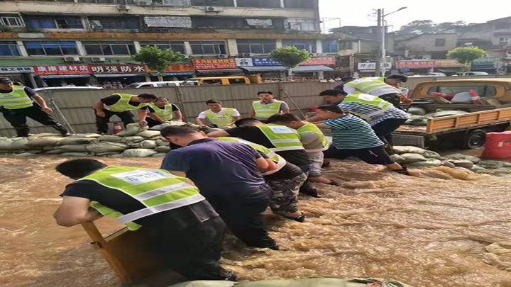 西湖路江水倒灌 天心区市政局正在采取行动
