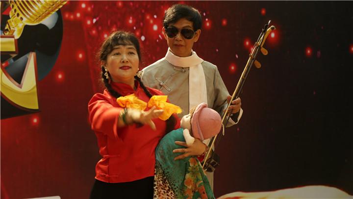 老爸老妈唱起来特色选手:现场表演舞台剧,这群大叔大姐好嗨哟。