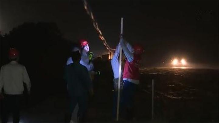 """望城:干群24小时值守堤坝 电力施工点亮""""生命线"""""""