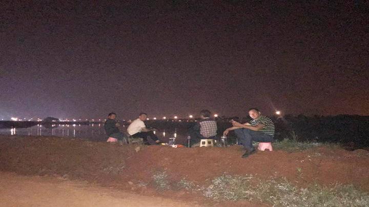凌晨四点,静谧祥和的捞刀河畔,稳固如初的水塘垸堤。在这背后有150人坚守大堤,有42人灌沙5000袋,有党员群众持续支援,有爱心企业、爱心人士捐物赠物……