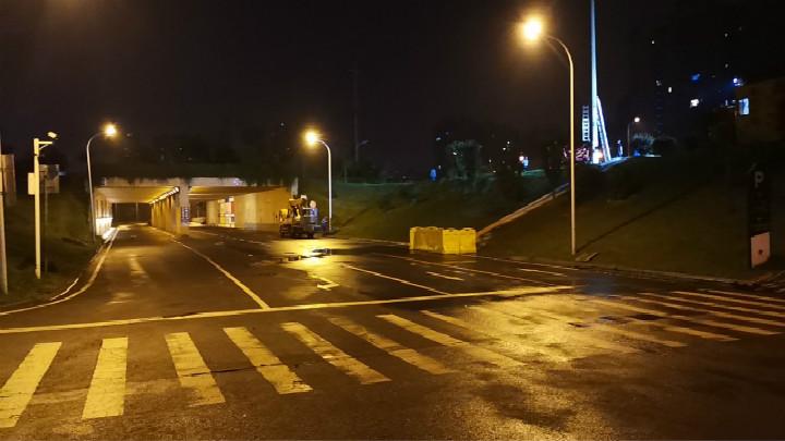 岳麓区龙王港已排险,目前多部门正在现场巡逻保障。