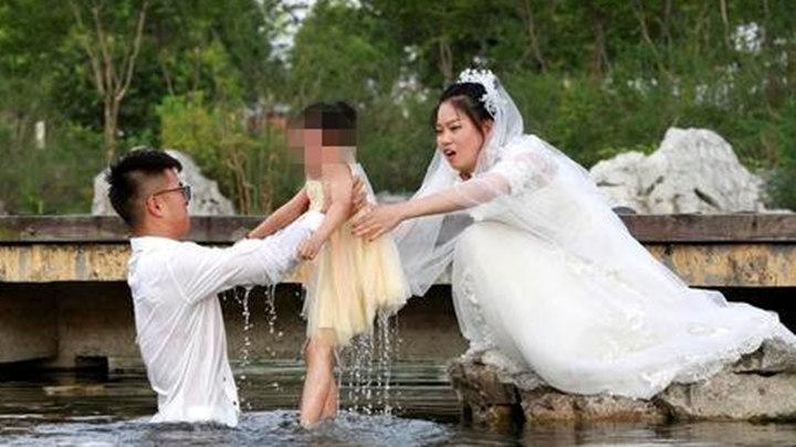 这张婚纱照刷屏了,网友说它提前锁定年度最佳!