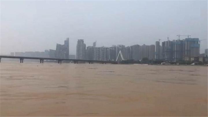 最大流量洪峰过境,长沙4.52万人次投入巡堤查险除险