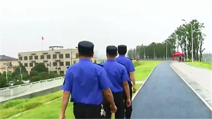 开福区:全体城管队员取消休假 24小时坚守防汛点