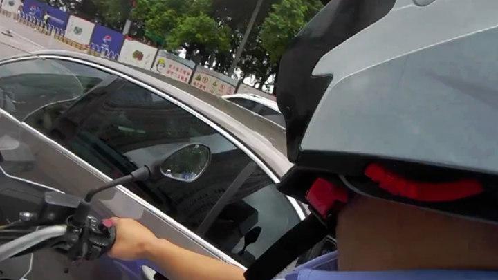 """长沙集中整治驾驶员开车使用手机行为,市民可通过""""星城园丁""""举报"""