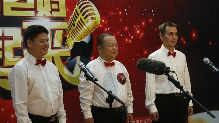 骏丰频谱老爸老妈唱起来直通卡选手:三人行唱着美声 顺利晋级复赛