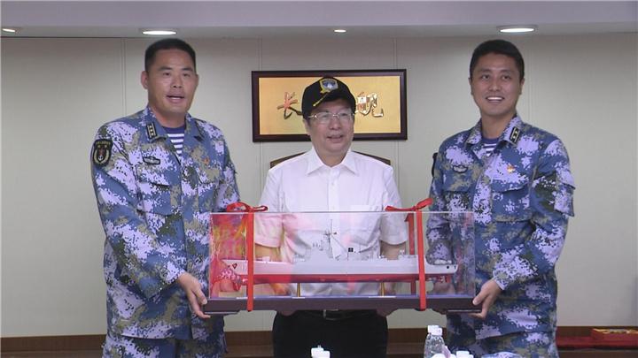 胡衡华率团赴三亚慰问长沙舰官兵