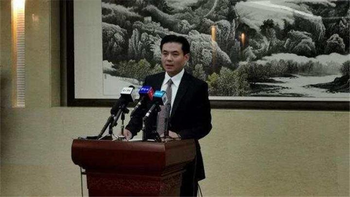 国务院港澳办严厉谴责香港极端暴徒投掷汽油弹袭警