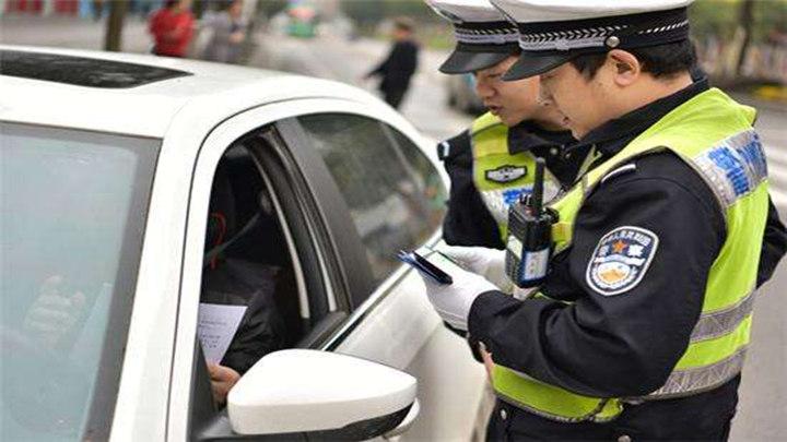 突出六类交通违法 严管智能网联道路秩序