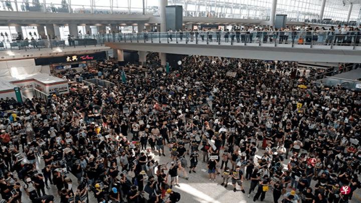 香港警方发布声明:香港国际机场发生两起暴力个案,已拘捕五人