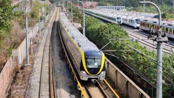 长沙地铁5号线今年底试运行!部分站点出入口、站顶装饰装修初见雏形