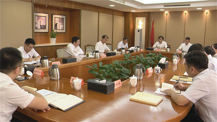 胡衡华以普通党员身份参加所在党支部主题教育学习研讨会