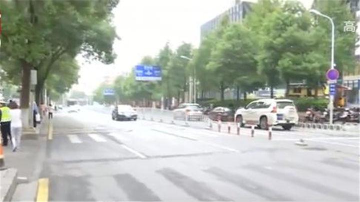 注意! 省妇幼周边道路这样走:设置禁止调头标志 缓解湘春路交通压力