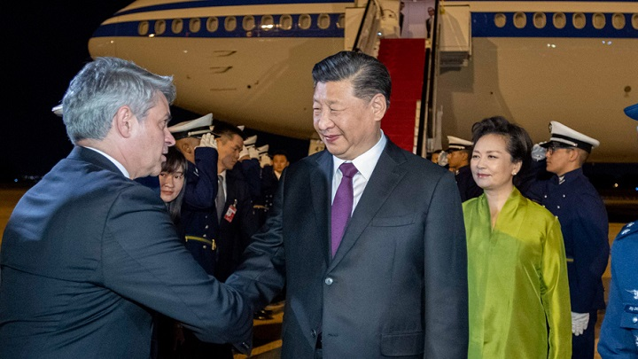 习近平抵达巴西利亚出席金砖国家领导人第十一次会晤
