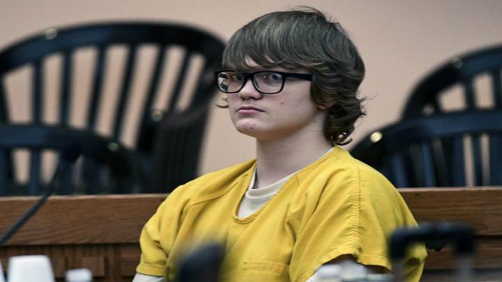 17岁美国少年枪杀父亲和6岁儿童 被判终身监禁