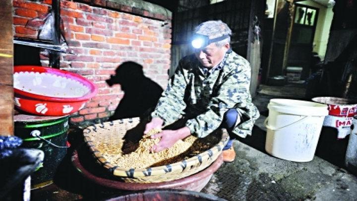 武汉这位老爷爷的豆腐脑只卖一元 顾客劝他涨价被拒