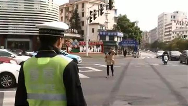 建设更高水准的全国文明城市丨长沙交警开展专项整治 严查行人交通违法行为