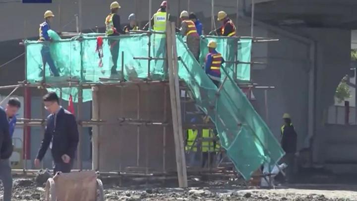 广州地面塌陷事故被困3人仍未找到,专家回应回填原因