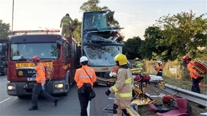 香港突发严重车祸 已致5人死亡30余人受伤